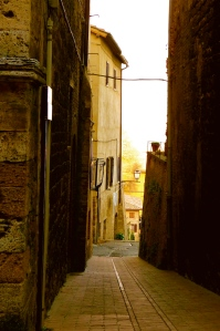 SAN GIMIGNANO, ITALY / A NARROW VIEW OF LIFE IN TUSCANY