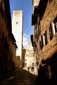SAN GIMIGNANO, ITALY / PATHWAYS